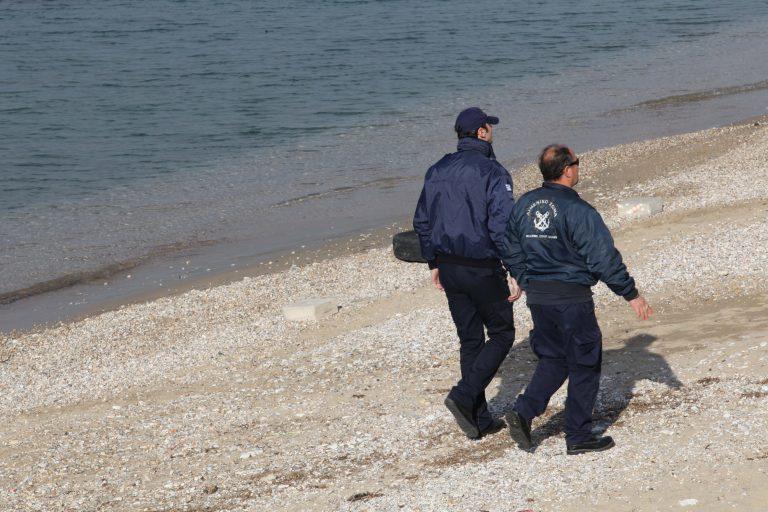 Λέσβος: Τον «πλάκωσε» στο ξύλο στο λιμάνι της Μυτιλήνης | Newsit.gr