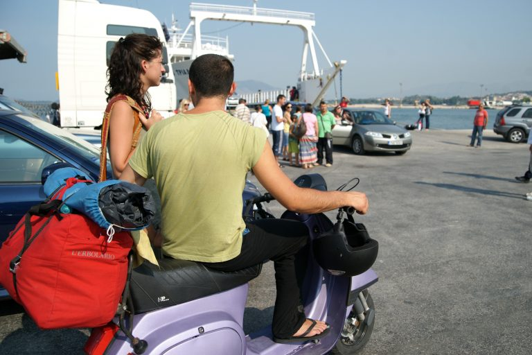 Επιτέθηκε στους λιμενικούς για να αποφύγει τη σύλληψη | Newsit.gr