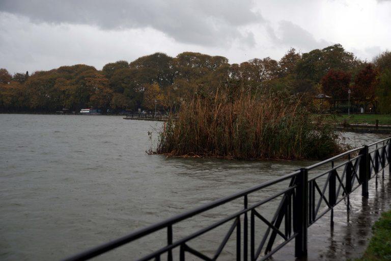 Προσπάθησε να αυτοκτονήσει πέφτοντας στη λίμνη των Ιωαννίνων | Newsit.gr
