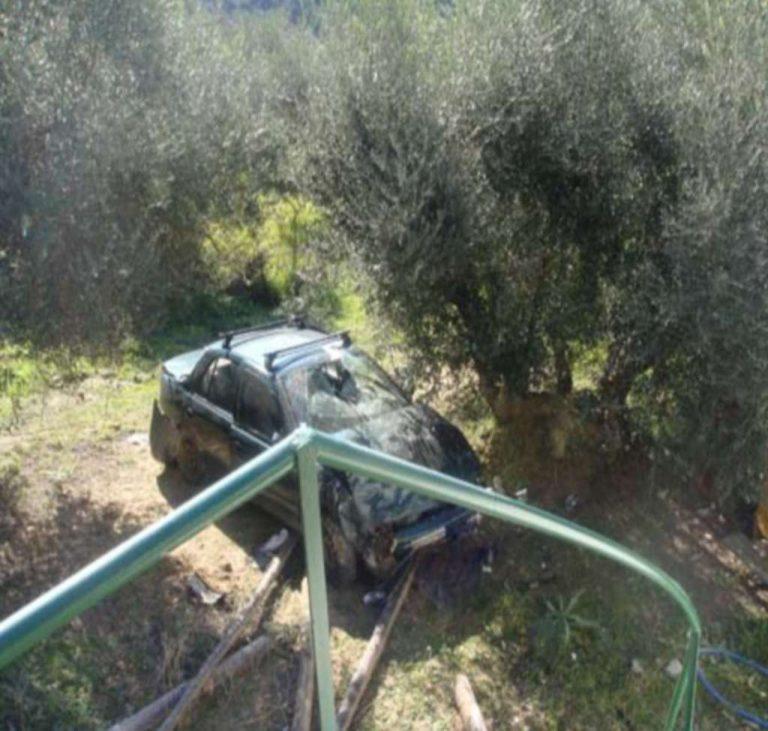 Ηλεία: Εντυπωσιακή κούρσα αυτοκινήτου που προσγειώθηκε… σε λιοστάσι!   Newsit.gr