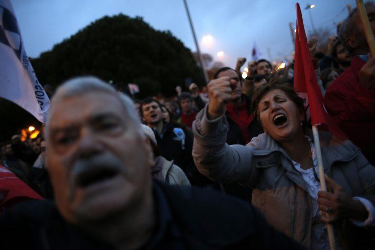 Χιλιάδες διαδηλωτές στους δρόμους της Λισαβόνας | Newsit.gr