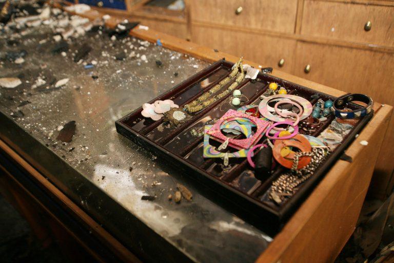 Καρδίτσα: Άδειασαν τις προθήκες κοσμηματοπωλείου | Newsit.gr