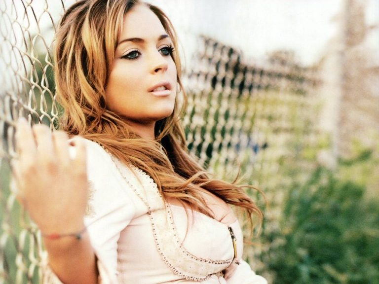 Lindsay Lohan:Σέξυ φωτογράφιση για μηνιαίο περιοδικό! | Newsit.gr