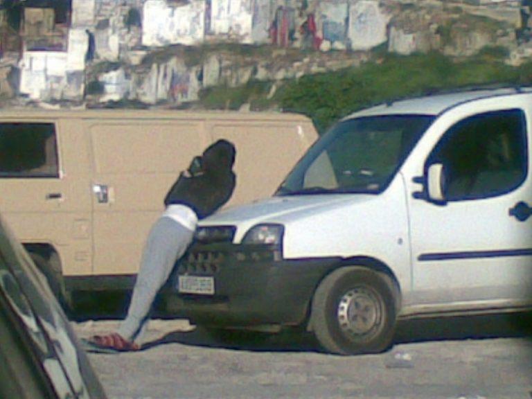 Πάτρα: Ντοκουμέντο στα άδυτα μονοπάτια της πορνείας-Στο πεζοδρόμιο για 10€! | Newsit.gr