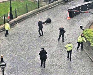 Λονδίνο: Η δραματική στιγμή που ο δράστης πέφτει νεκρός [pics]