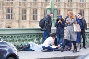 Επίθεση στο Λονδίνο: Η φωτογραφία που έγινε viral μεταξύ ακροδεξιών [pics]