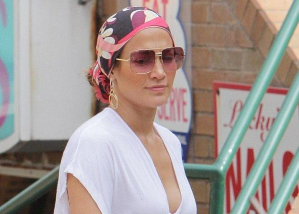Η Jennifer Lopez σώζει μια bad hair day με μαντήλι! Βίντεο για να το αντιγράψεις κι εσύ! | Newsit.gr