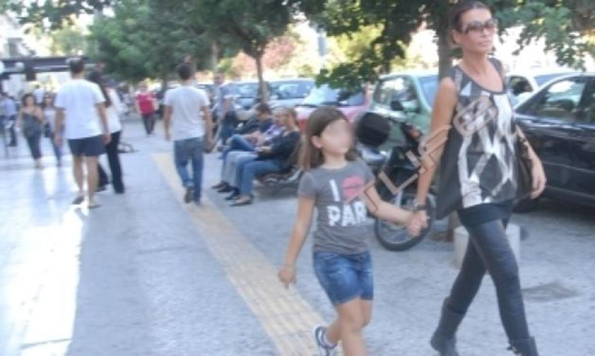 Nίνα Λοτσάρη: Για ψώνια με την κόρη της στη Γλυφάδα! Φωτογραφίες | Newsit.gr