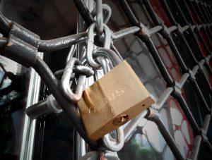 Οι 12ωροι έλεγχοι έφεραν «λουκέτα» σε γνωστά μαγαζιά της Θεσσαλονίκης