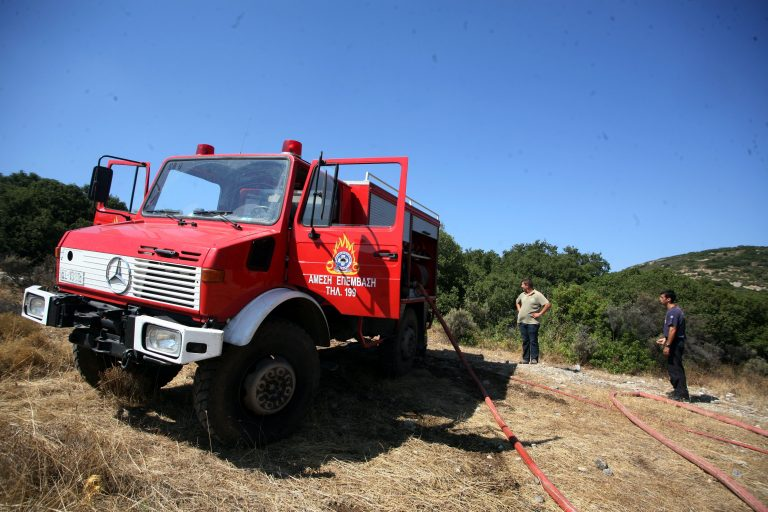 Πυρκαγιά σε εξέλιξη στη Λούτσα | Newsit.gr