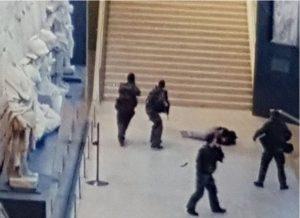 """""""Δεν απειλείται πλέον η ζωή» του δράστη της επίθεσης στο Λούβρο"""