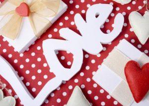 Αγίου Βαλεντίνου 2016: Τι σε συμβουλεύει το ζώδιό σου για τη γιορτή των ερωτευμένων