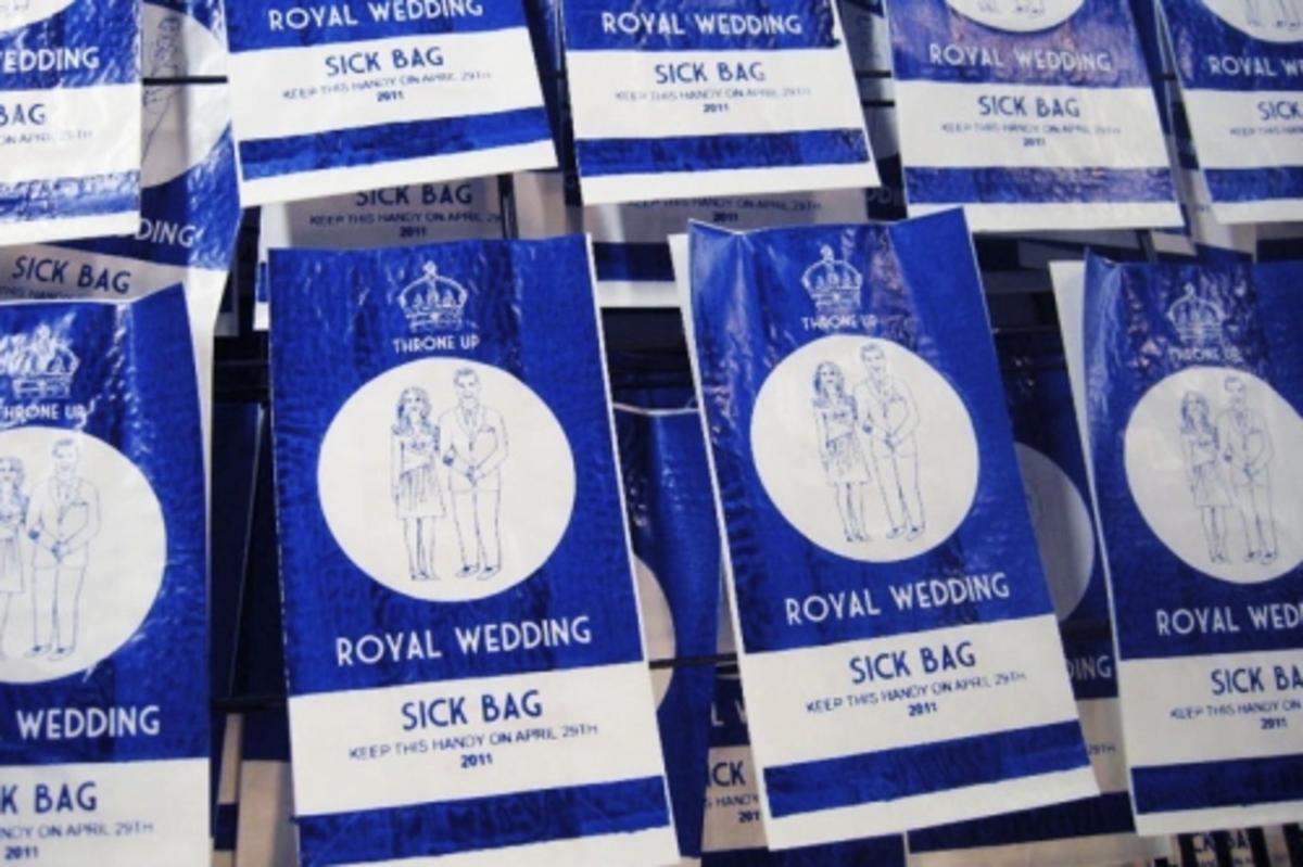 Βρετανίδα έφτιαξε σακούλα εμετού για όσους έχουν αηδιάσει με τον πριγκηπικό γάμο! | Newsit.gr