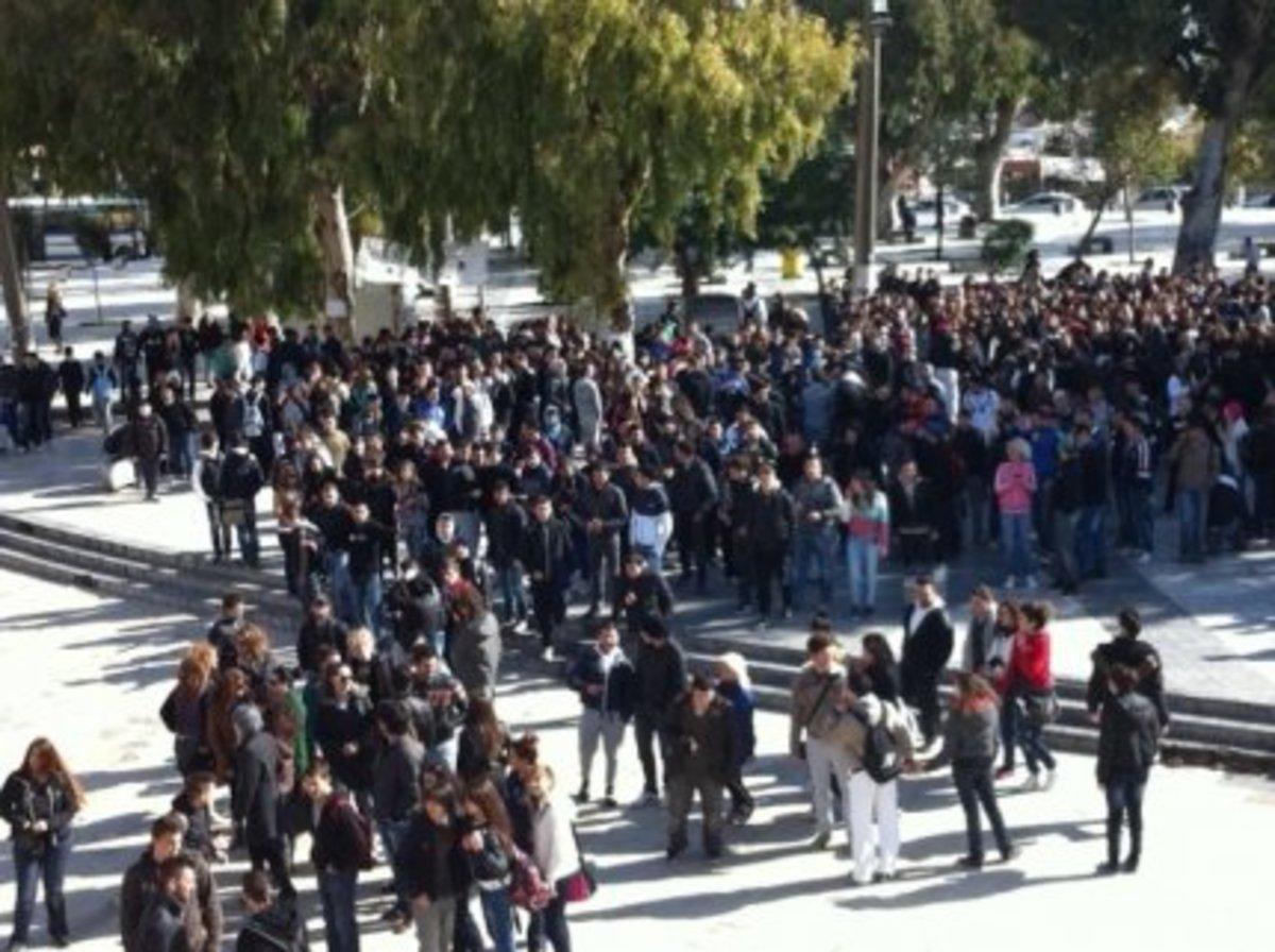 Συνελήφθη 16χρονος για τα χθεσινά επεισόδια στο Ηράκλειο | Newsit.gr