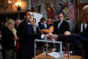 Γαλλικές εκλογές – Τα πρώτα αποτελέσματα: Που σαρώνει ο Μακρόν, που «βυθίζεται» η Λε Πεν