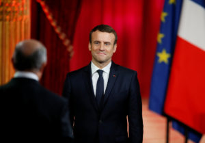 Γαλλία – Δημοσκόπηση: «Βλέπει» πλειοψηφία ο Μακρόν