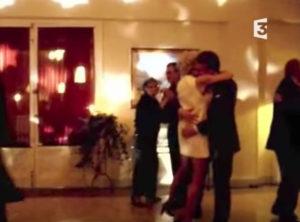 Εμανουέλ, μας βλέπουν! Το… μακρύ χέρι του Μακρόν στο γάμο του με την Τρονιέ [vid]