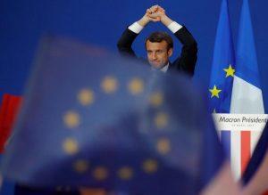 Εκλογές Γαλλία: Γιούνκερ, Μέρκελ και Σουλτς ψηφίζουν Μακρόν