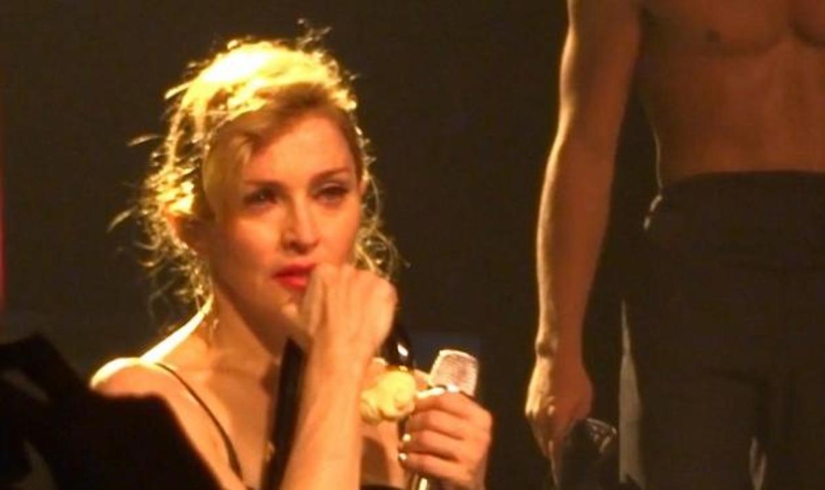 Madonna: Γιατί ξέσπασε σε κλάματα στη σκηνή; Video   Newsit.gr