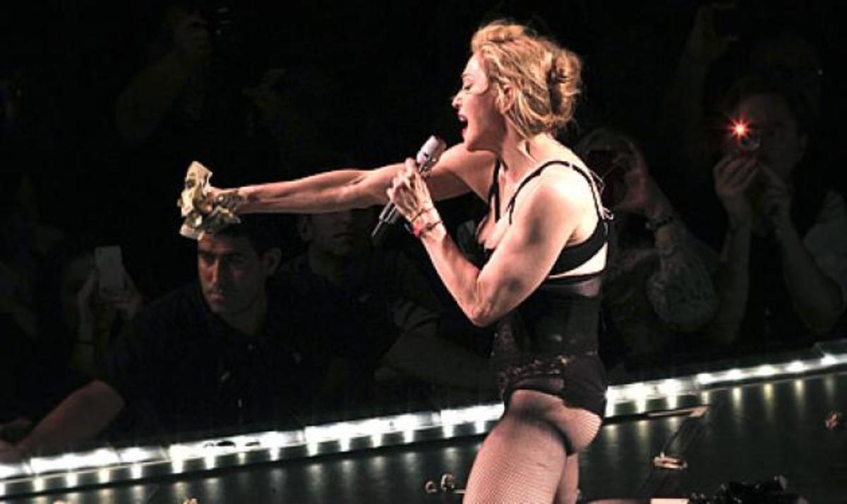 Madonna: Έδειξε τα οπίσθιά της! Φωτογραφίες και video | Newsit.gr