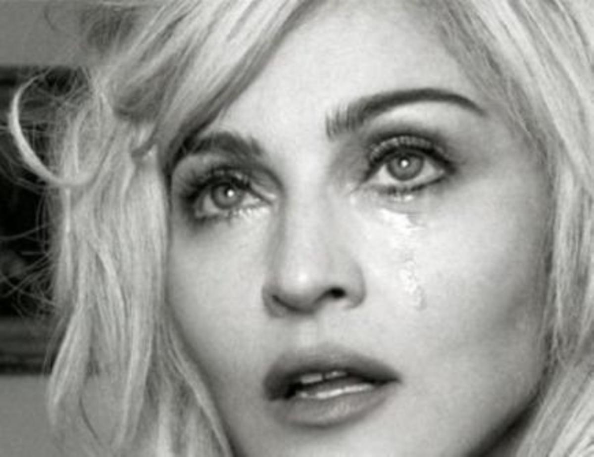 Γιατί κλαίει η Μadonna; | Newsit.gr