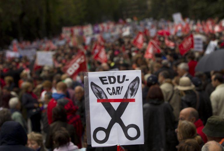 Στους δρόμους δεκάδες χιλιάδες Ισπανοί για τα μέτρα λιτότητας | Newsit.gr