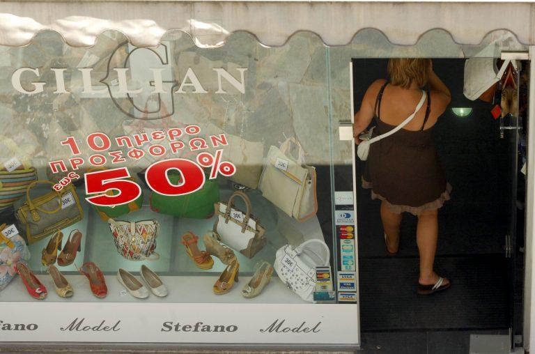 Τσεκουρωμένοι κατά 6,7% από σήμερα οι μισθοί των εμποροϋπαλλήλων | Newsit.gr