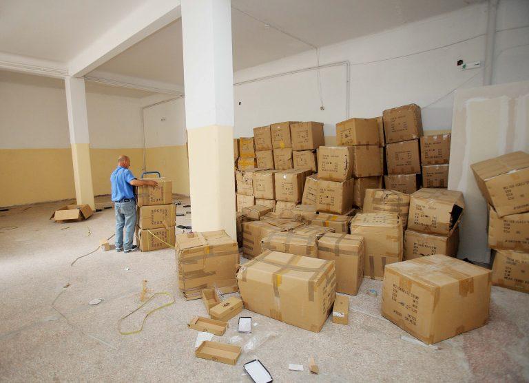 Συλλήψεις για αποθήκες με πάνω από 50.000 απομιμήσεις γνωστών προϊόντων   Newsit.gr