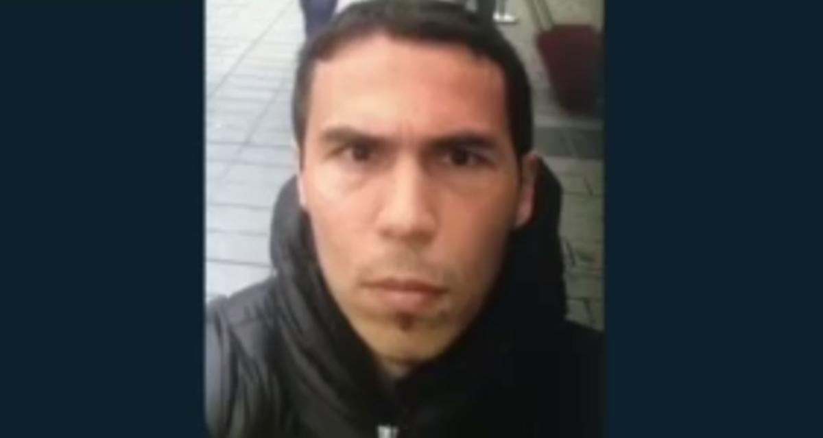 Χαμόγελα και selfies για τον τρομοκράτη πριν από το αιματοκύλισμα [pics, vids] | Newsit.gr