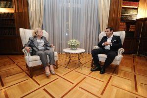 """Νέα κυβέρνηση LIVE – Ορκίστηκε πρωθυπουργός ο Α. Τσίπρας – """"Επιστρέφω στο Μαξίμου με την ανάμνηση μιας δύσκολης εποχής – Όταν φύγω θα έχω καλύτερες»"""