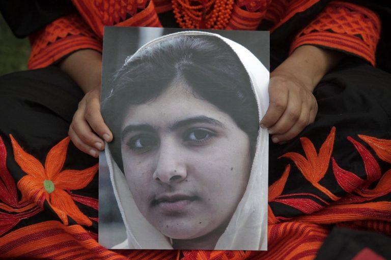 Στη Βρετανία για θεραπεία η 14χρονη blogger που ήθελαν να δολοφονήσουν οι Ταλιμπάν | Newsit.gr