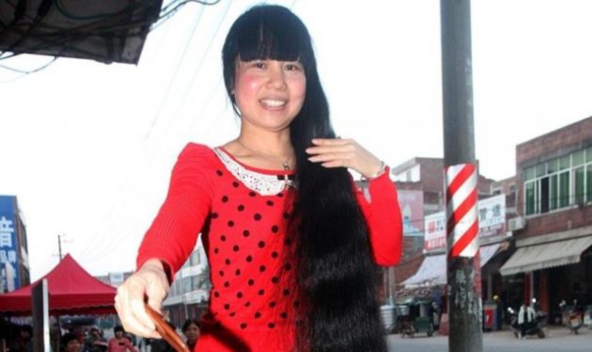 Αυτή είναι η γυναίκα με τα πιο μακριά μαλλιά – Δεν έχει κουρευτεί για 11 χρόνια! | Newsit.gr