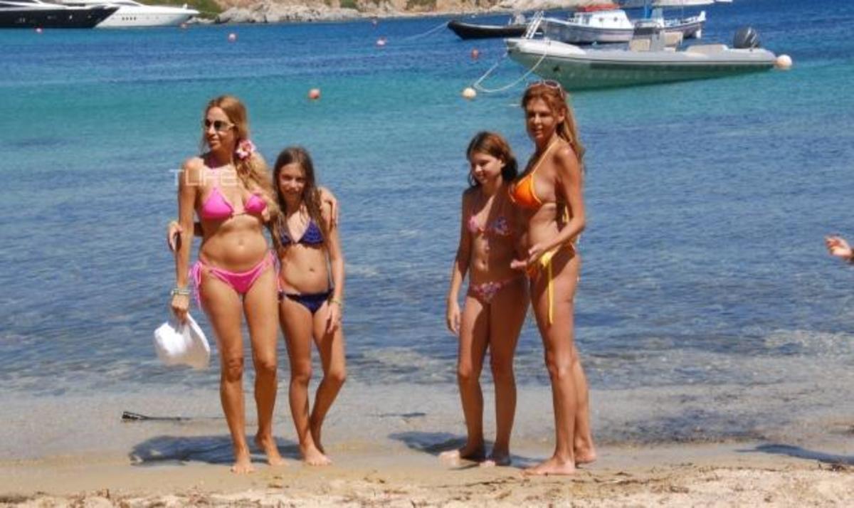 Α. Ναθαναήλ – Μ. Παπαδάκου: Βουτιές στην Μύκονο με τις κόρες τους! | Newsit.gr