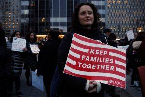 Δικαστής αγνοεί τον Τραμπ και δέχεται μετανάστες