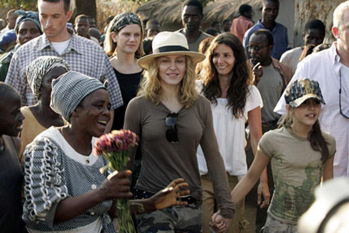 Γιατί επιστρέφει η Μαντόνα στο Μαλάουι | Newsit.gr