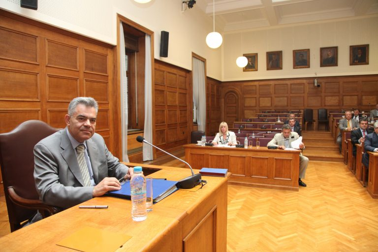 Zητάνε να δοθούν στο κράτος τα 440.000 μάρκα από τον Μαντέλη | Newsit.gr