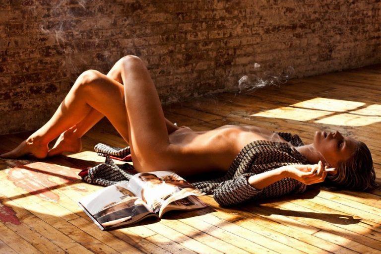 Η Maryna Linchuk γυμνή στη μπανιέρα παίζει με το παπάκι της | Newsit.gr