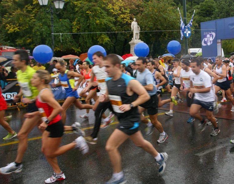 Ζωνιανά: Γιαγιά με 8 εγγόνια θα τρέξει στον Μαραθώνιο   Newsit.gr