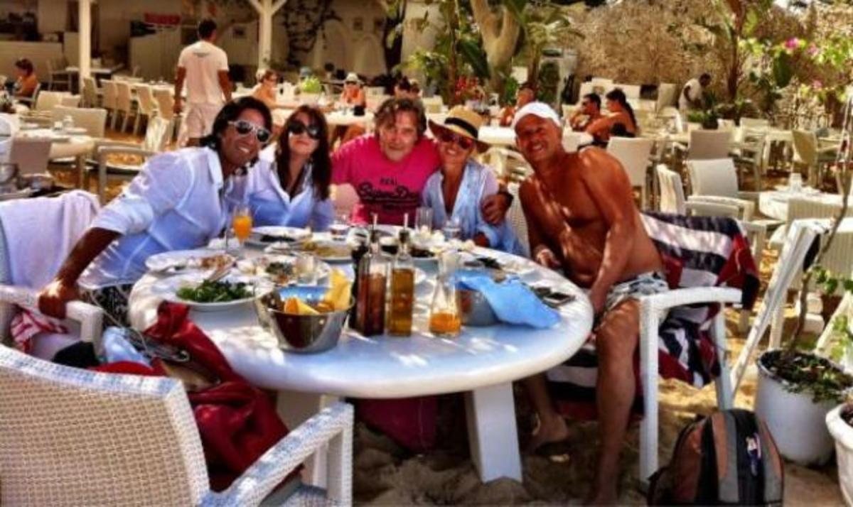 M. Μπεκατώρου: Φωτογραφίες από τις διακοπές της στη Σύρο! | Newsit.gr