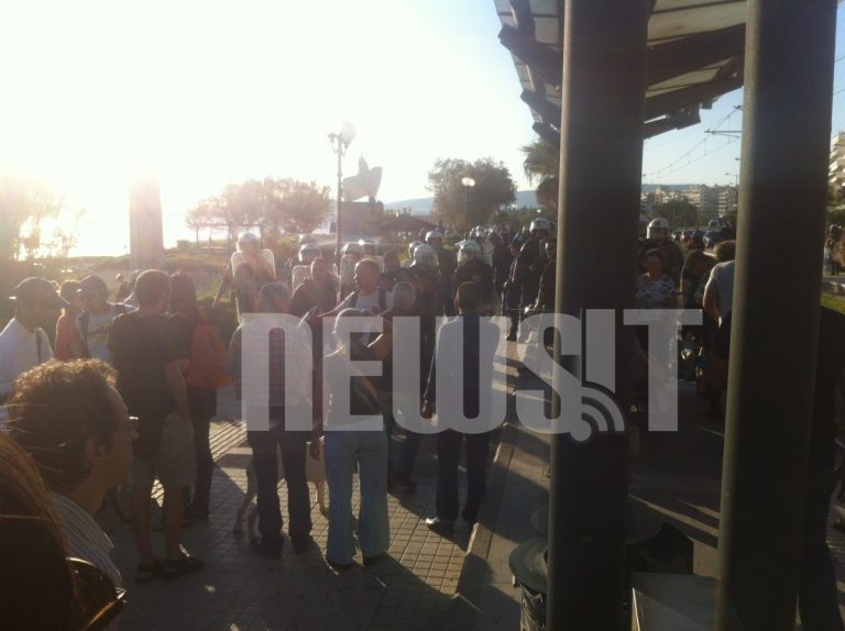 Μικρή ένταση νωρίτερα μεταξύ Χρυσαυγιτών και αριστεριστών στον Φλοίσβο   Newsit.gr