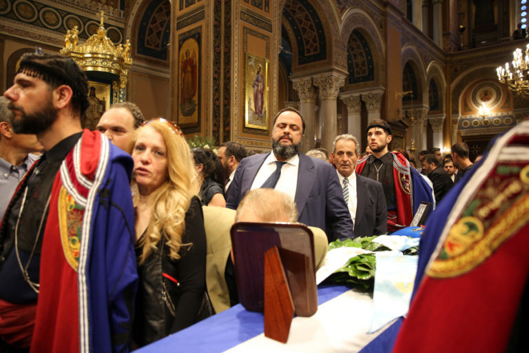Βαγγέλης Μαρινάκης: Η υπόκλιση στον Κωνσταντίνο Μητσοτάκη [pics]