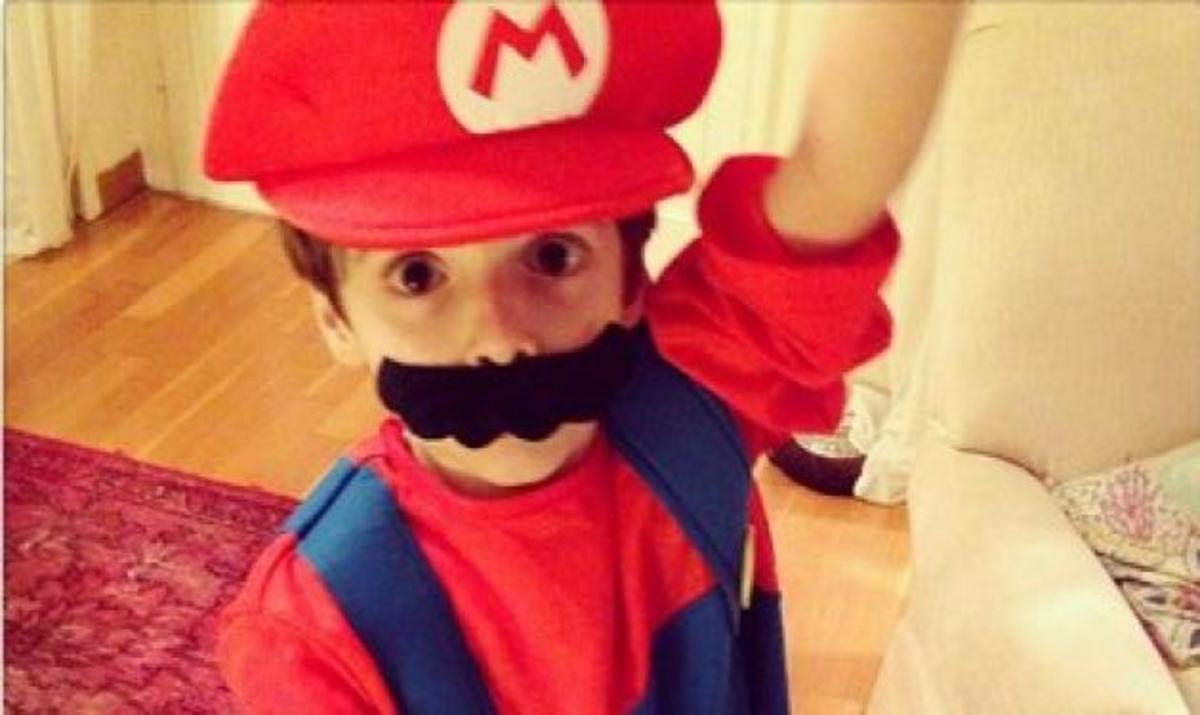 Δημοσιογράφος lifestyle έντυσε τον γιο της Super Mario! | Newsit.gr