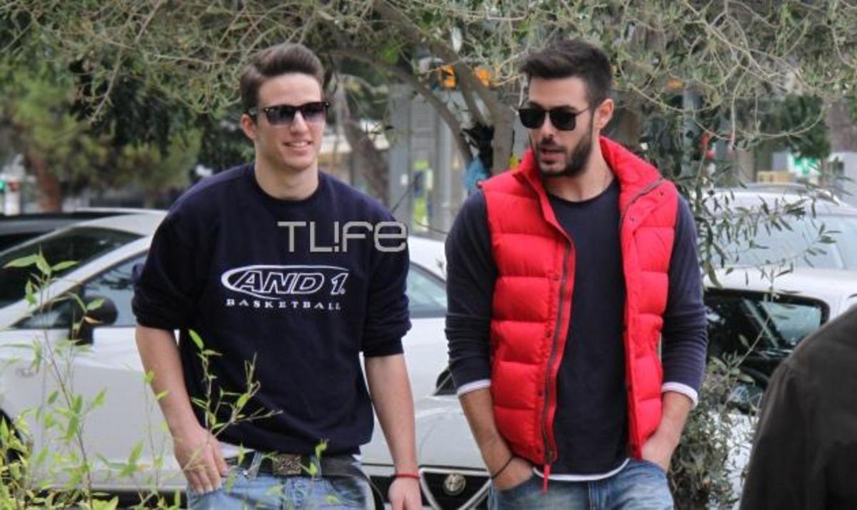 Κ. Μαρτάκης: Βόλτα με τον αδελφό του Νίκο στη Γλυφάδα! Φωτογραφίες | Newsit.gr