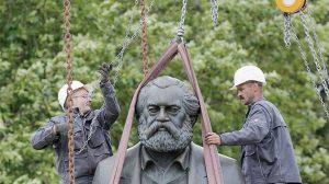 Η Κίνα δωρίζει στη γενέτειρα του Μαρξ ένα τεράστιο αγαλμά του!