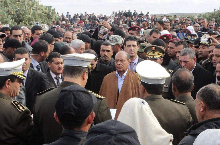 Τυνησία: Πέταξαν πέτρες στον πρόεδρο Μονσέφ Μαρζούκι και τον πρόεδρο της βουλής Μπεν Τζααφάρ | Newsit.gr