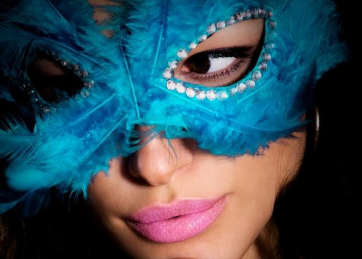 Πες μου το ζώδιό σου, να σου πω τι θα ντυθείς στο αποκριάτικο πάρτι | Newsit.gr