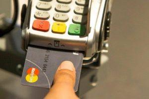 Η πρώτη πιστωτική κάρτα με αισθητήρα δακτυλικού αποτυπώματος!