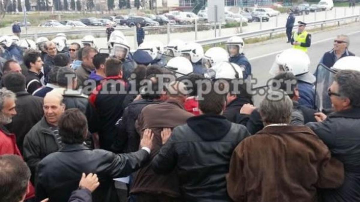 Ένταση μεταξύ αγροτών και ΜΑΤ στη Φθιώτιδα – ΦΩΤΟ & ΒΙΝΤΕΟ   Newsit.gr