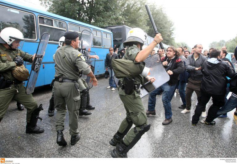 Τον χτύπησαν με το γκλομπ στον αυχένα – Τραυματισμό μέλους του από τα ΜΑΤ καταγγέλλει το ΠΑΜΕ Θεσσαλονίκης | Newsit.gr