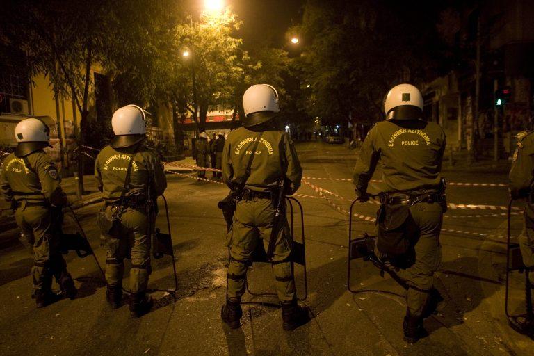 Επίθεση σε διμοιρίες της ΕΛ.ΑΣ στα Εξάρχεια | Newsit.gr